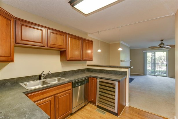 Attached,Attached Residential, Apartment,Lo Rise - Norfolk, VA (photo 4)