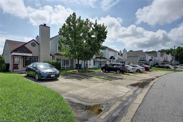 Attached,Attached Residential, Townhouse,Transitional - Virginia Beach, VA (photo 1)