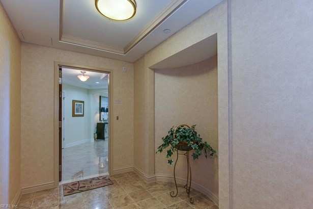 Attached,Attached Residential, High-Rise - Virginia Beach, VA (photo 4)