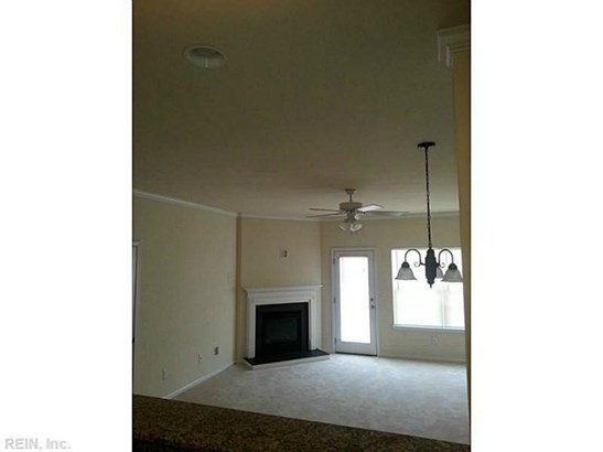 Attached,Attached Residential, Townhouse - Newport News, VA (photo 2)