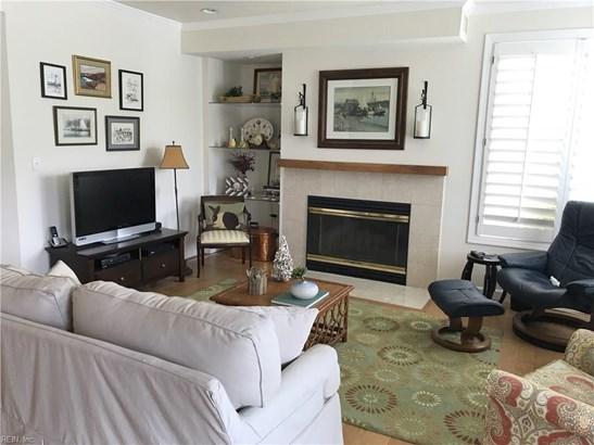 Attached,Attached Residential, Contemp,Lo Rise - Hampton, VA (photo 4)