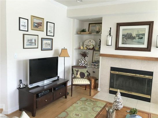 Attached,Attached Residential, Contemp,Lo Rise - Hampton, VA (photo 5)
