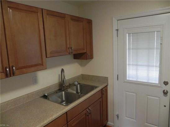 Detached,Detached Residential, Bungalow - Hampton, VA (photo 5)