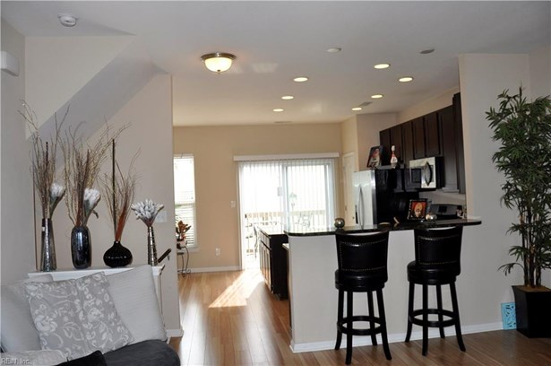 Attached,Attached Residential, Other,Tri-Level - Virginia Beach, VA (photo 1)
