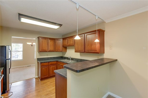Attached,Attached Residential, Apartment,Lo Rise - Norfolk, VA (photo 3)