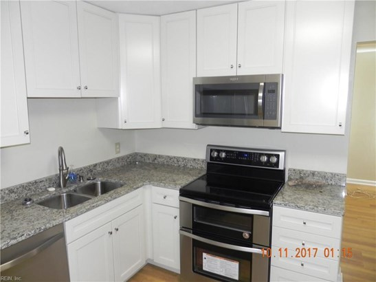 Tri-Level, Detached,Detached Residential - Hampton, VA (photo 4)