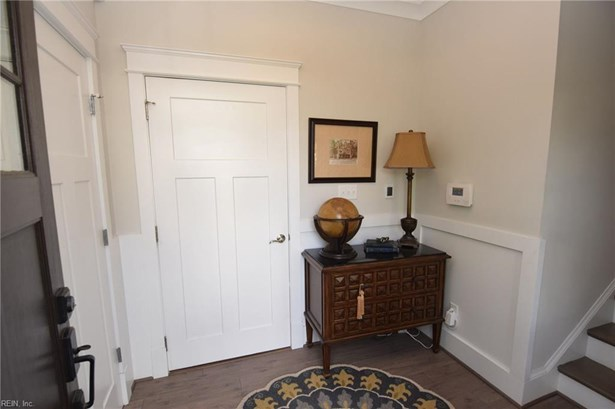 Attached,Attached Residential, Contemp,Transitional - Norfolk, VA (photo 4)