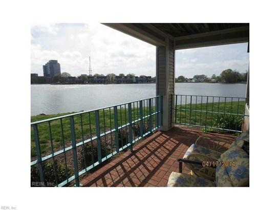 Attached,Attached Residential, Contemp - Hampton, VA (photo 1)