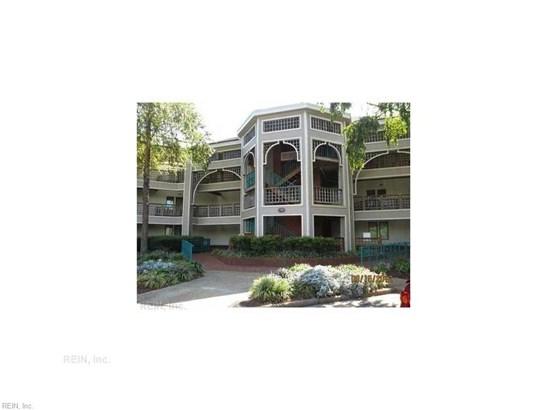 Attached,Attached Residential, Contemp - Hampton, VA (photo 2)