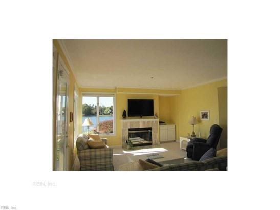 Attached,Attached Residential, Contemp - Hampton, VA (photo 4)