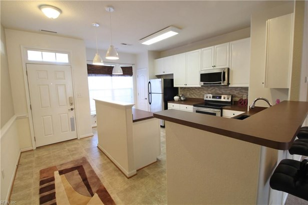 Attached,Attached Residential, Contemp,Townhouse - Virginia Beach, VA (photo 1)