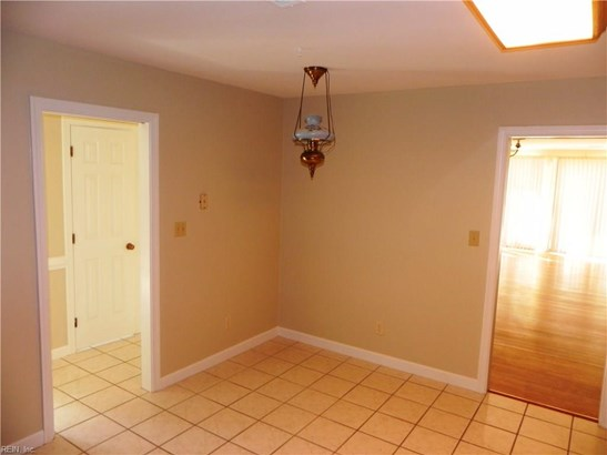 Attached,Attached Residential, Townhouse - Portsmouth, VA (photo 4)