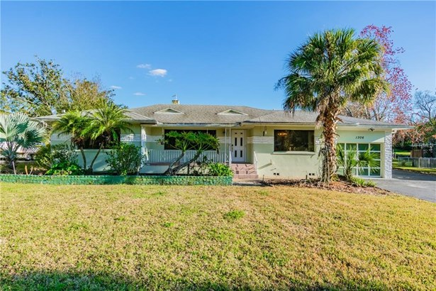 Single Family Residence, Traditional - TAMPA, FL (photo 1)