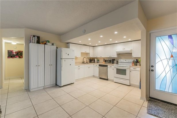 Condominium - TAMPA, FL (photo 4)