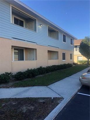 Condominium - BRANDON, FL