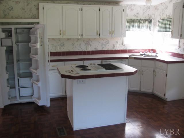 Single Family Residence, Doublewide - Thaxton, VA (photo 4)