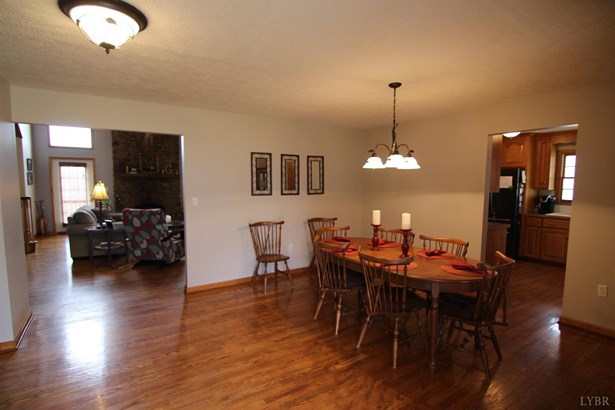 Cape Cod, Single Family Residence - Madison Heights, VA (photo 2)