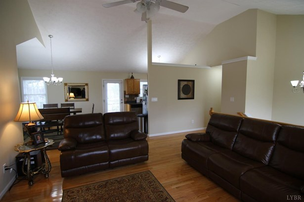 Single Family Residence, Split Foyer - Madison Heights, VA (photo 4)