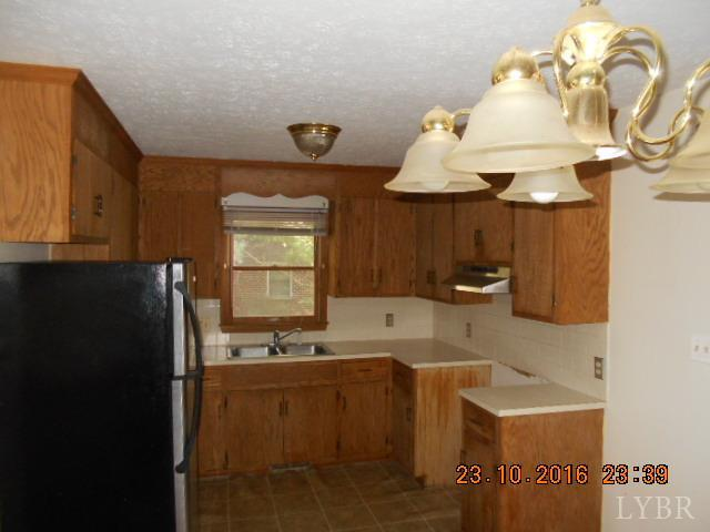 Cape Cod, Single Family Residence - Amherst, VA (photo 4)