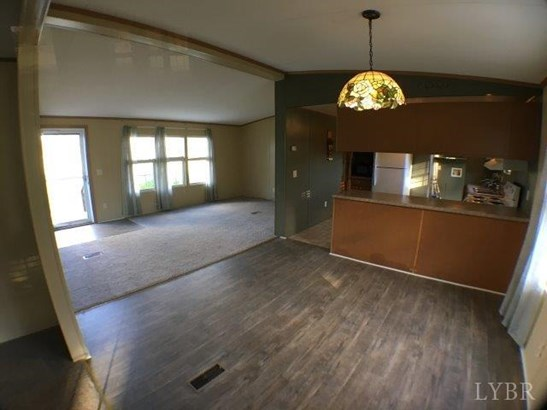 Single Family Residence, Doublewide - Altavista, VA (photo 5)