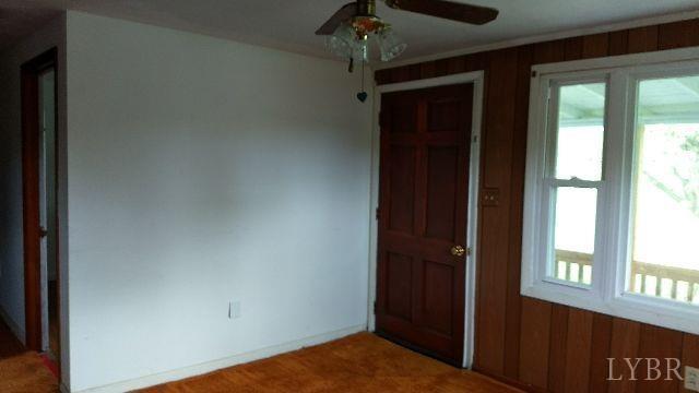 Single Family Residence, Bungalow - Buena Vista, VA (photo 5)