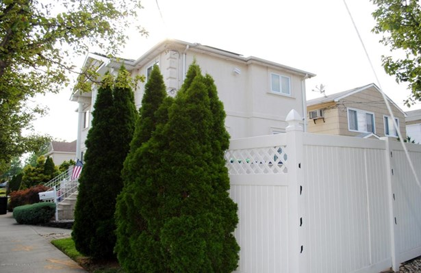 Colonial, Single Family - Semi-attached,Colonial - Staten Island, NY (photo 2)
