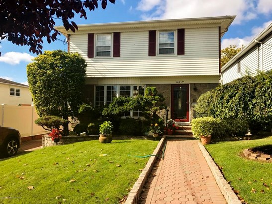 Single Family - Detached,Colonial, Colonial - Staten Island, NY (photo 1)