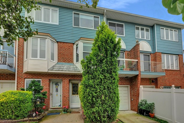 Townhouse, Single Family - Attached,Townhouse - Staten Island, NY