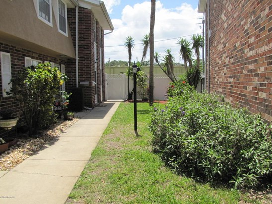 Condominium, Colonial - South Daytona, FL (photo 3)