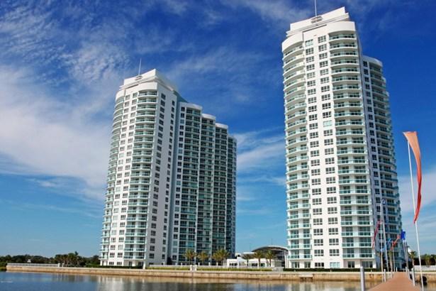 Condominium, Modern - Holly Hill, FL (photo 1)