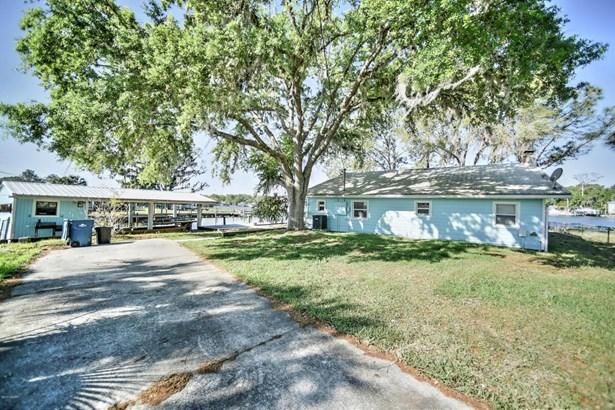 Single Family - Astor, FL
