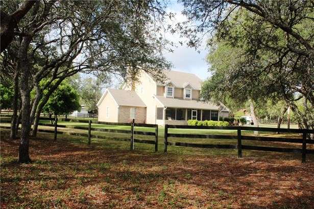 Single Family Residence, Traditional - MOUNT DORA, FL (photo 1)