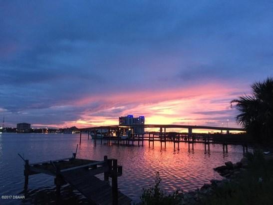 Colonial, Single Family - Daytona Beach, FL (photo 3)
