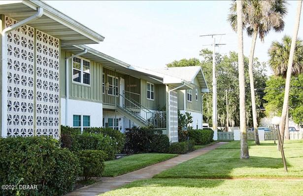 Condominium, Traditional - Holly Hill, FL
