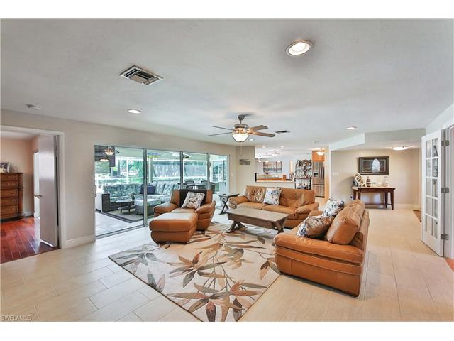 1027 S Town And River Dr, Fort Myers, FL - USA (photo 5)