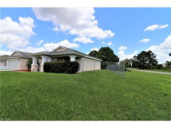 1113 Graystone Ave, Lehigh Acres, FL - USA (photo 5)