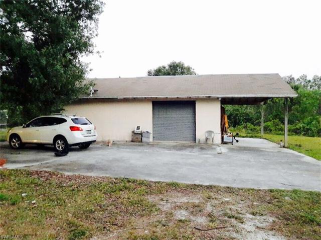 808 Grant Ave, Lehigh Acres, FL - USA (photo 2)