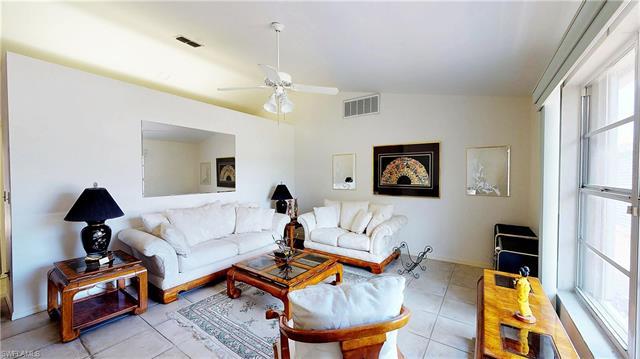 319 Cleveland Ave, Lehigh Acres, FL - USA (photo 3)
