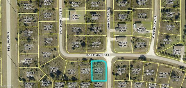 812 Portland St E, Lehigh Acres, FL - USA (photo 2)