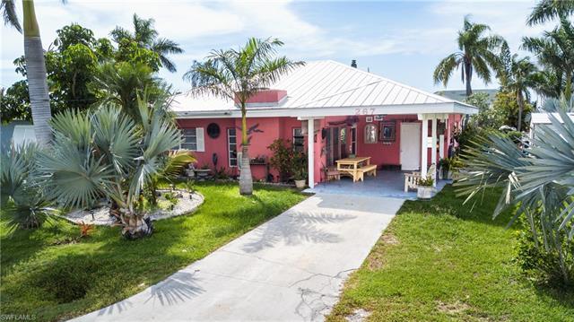 267 Flamingo St, Fort Myers Beach, FL - USA (photo 1)