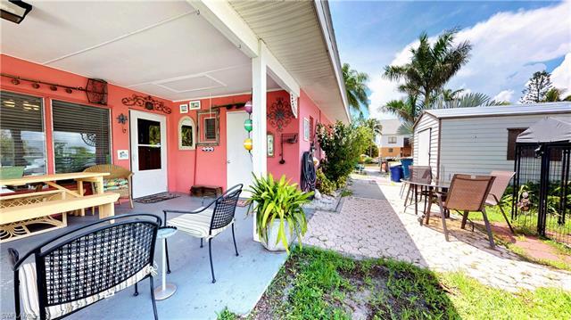 267 Flamingo St, Fort Myers Beach, FL - USA (photo 4)