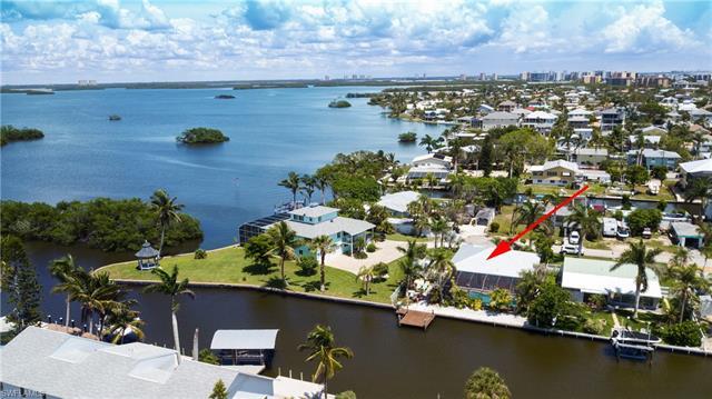 267 Flamingo St, Fort Myers Beach, FL - USA (photo 5)