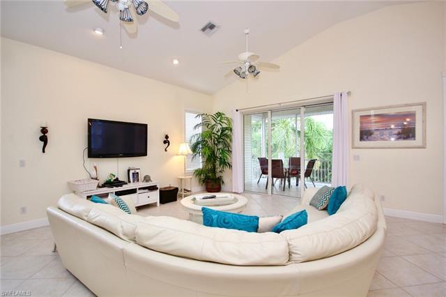 315 Mango St, Fort Myers Beach, FL - USA (photo 5)