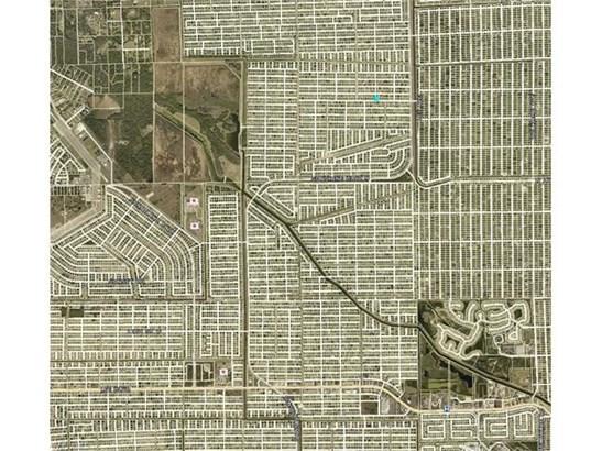 2618 42nd St W, Lehigh Acres, FL - USA (photo 5)