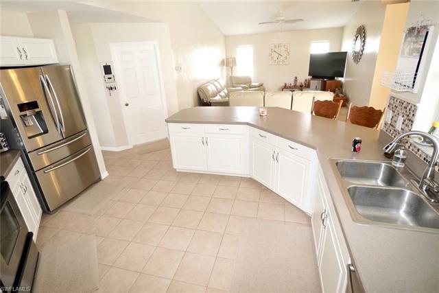 70 Lynne St, Lehigh Acres, FL - USA (photo 5)