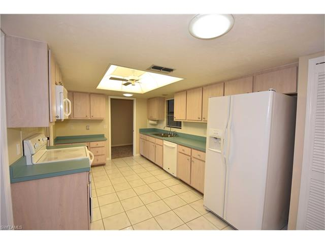 5677 Baden Ct, Fort Myers, FL - USA (photo 5)