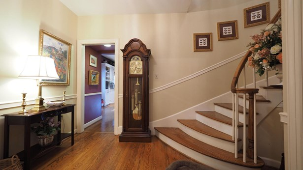 Colonial, 2 Story Basement,Residential - Knoxville, TN (photo 2)