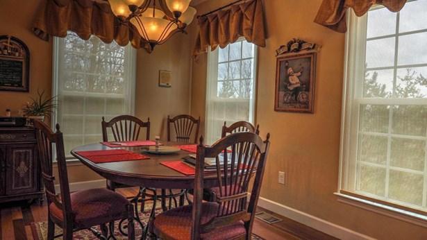 Traditional, 2 Story Basement,Residential - Jacksboro, TN (photo 3)