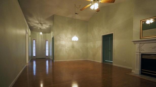Condominium, Traditional - Knoxville, TN (photo 3)