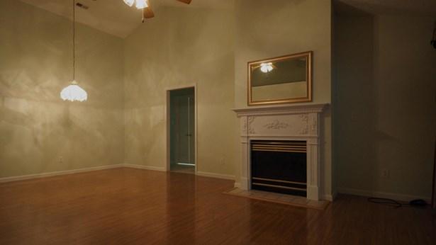 Condominium, Traditional - Knoxville, TN (photo 4)